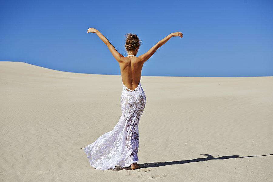 Ważne żeby w sukni ślubnej nie czuć się jak w przebraniu. fot. Google