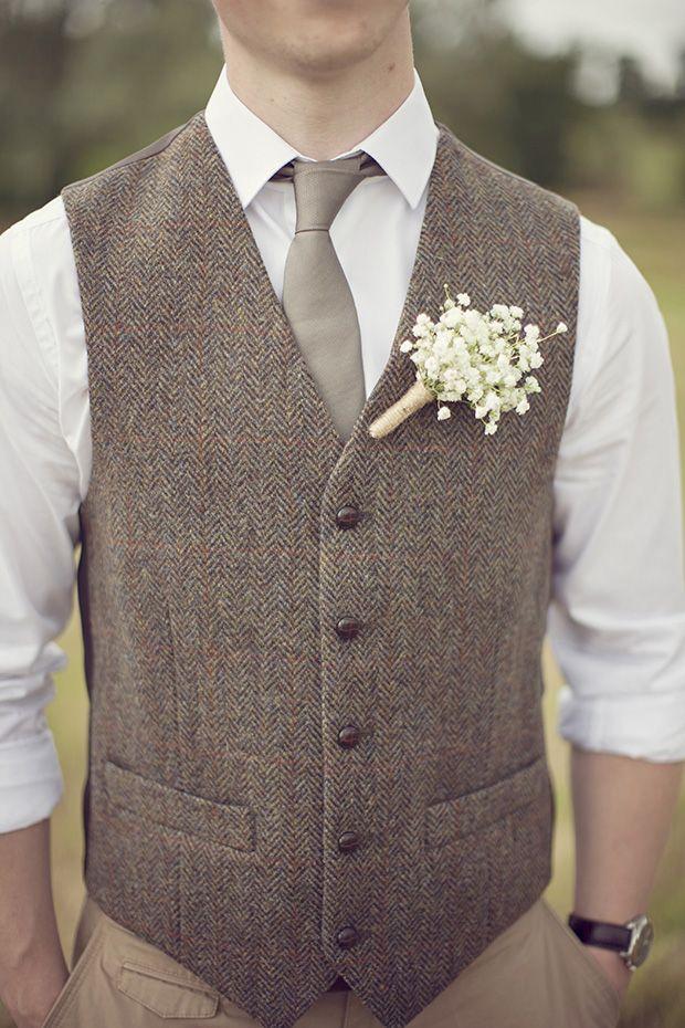 Tweedowa stylizacja na rustykalne wesele i opornych Panów Młodych to dobry pomysł.  fot. pinterest