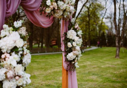 wesele, ślub w plenerze, dekoracje ślubne, bukiet ślubny, panna młoda, pan młody, suknia ślubna